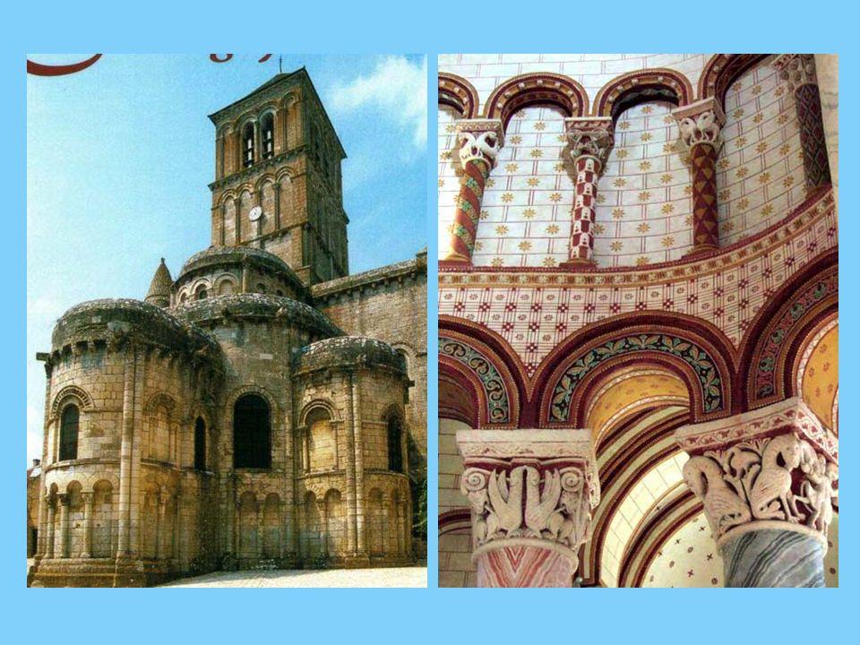 La Collégiale de Chauvigny construite au XIIème siècle, figure parmi les fleurons de l Art Roman.