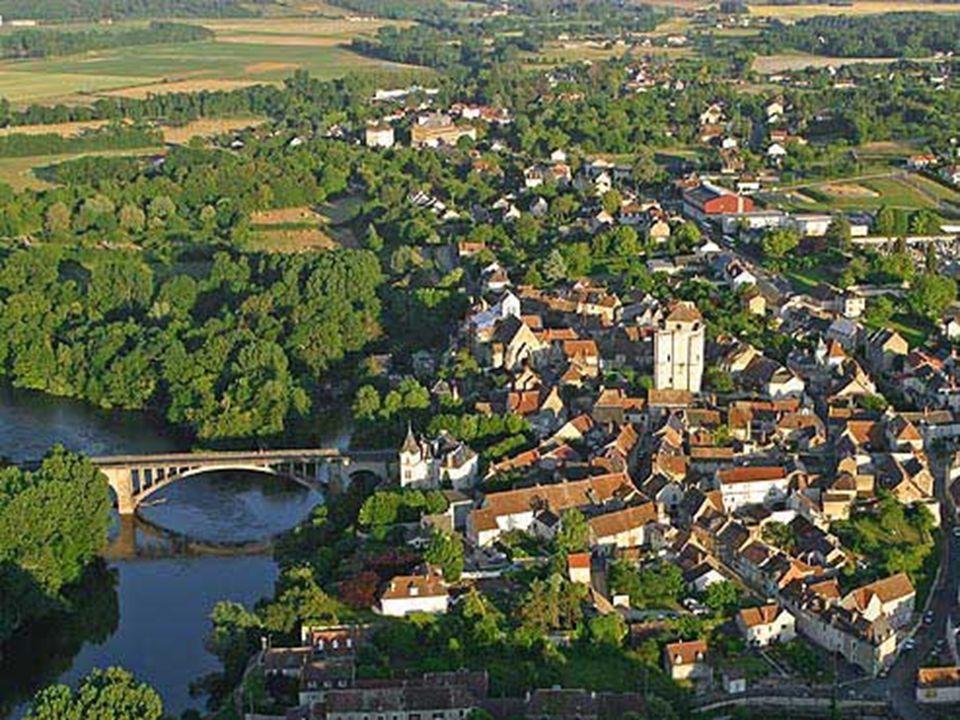 Sur lancienne voie romaine « Tours-Poitiers » et en bordure de la Creuse sélève donc La Roche-Posay.