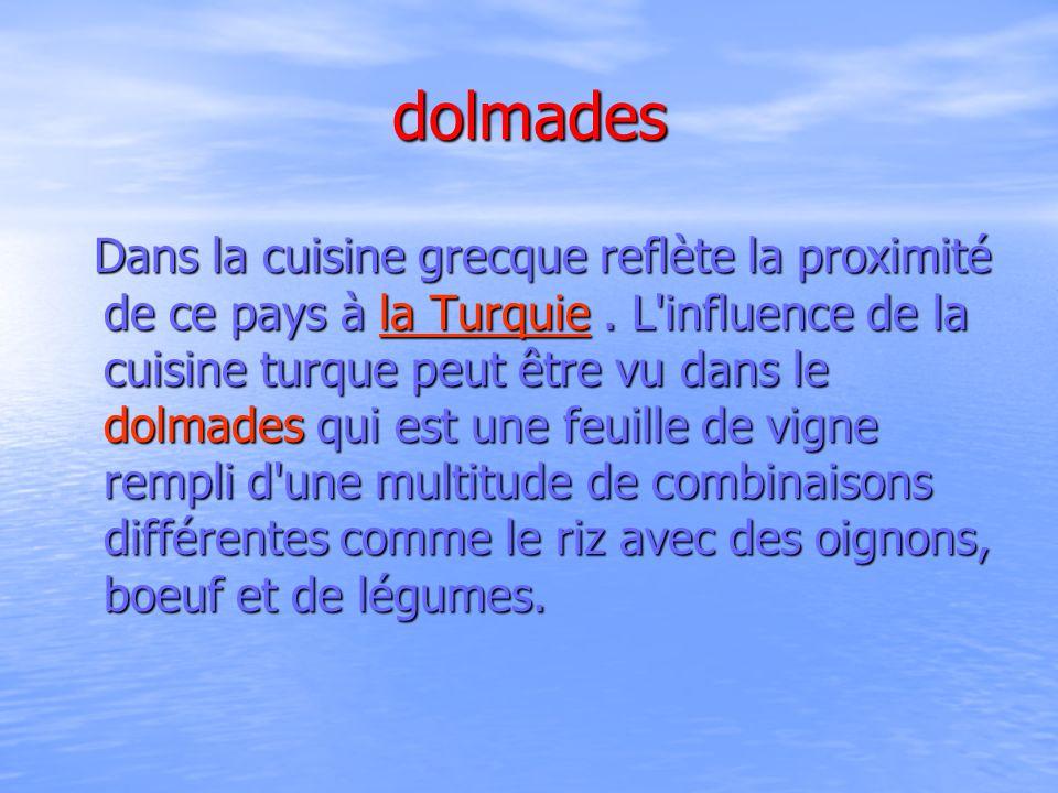 dolmades Dans la cuisine grecque reflète la proximité de ce pays à la Turquie. L'influence de la cuisine turque peut être vu dans le dolmades qui est