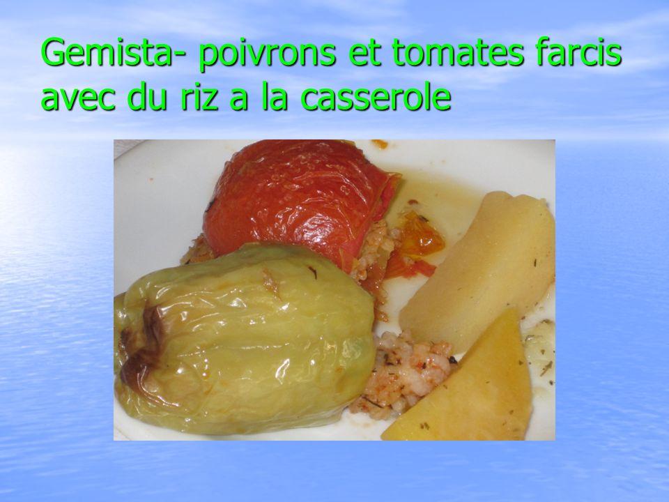 Gemista- poivrons et tomates farcis avec du riz a la casserole