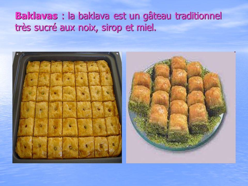 Baklavas : la baklava est un gâteau traditionnel très sucré aux noix, sirop et miel. Baklavas : la baklava est un gâteau traditionnel très sucré aux n