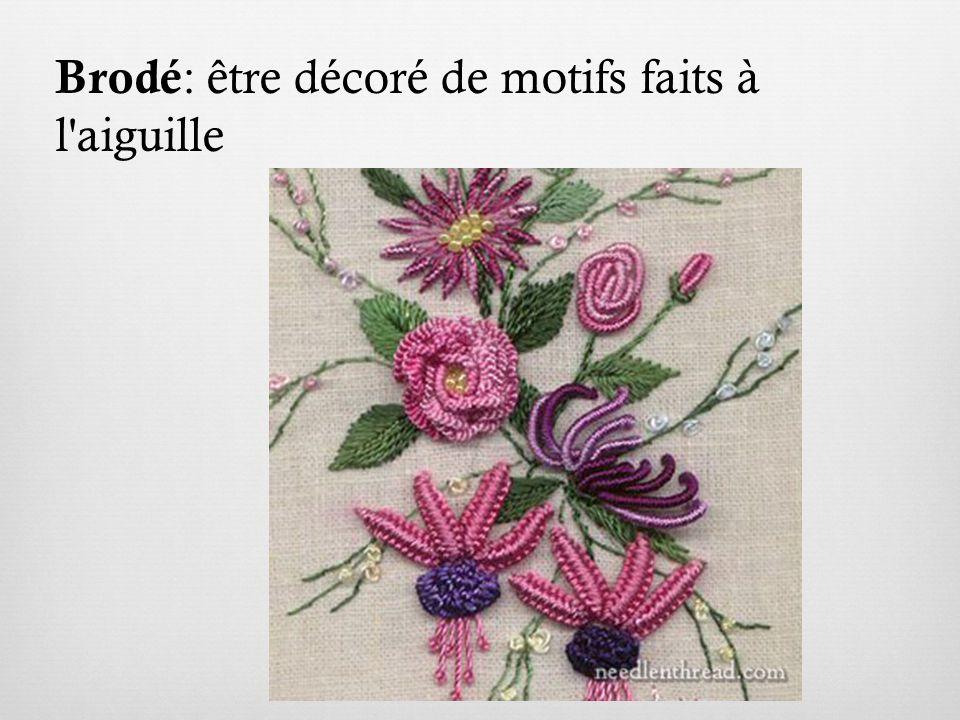 Brodé : être décoré de motifs faits à l aiguille