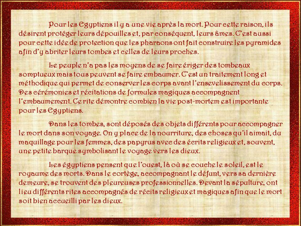 La pierre de Rosette. La pierre de Rosette est un fragment de stèle de lEgypte antique. Elle a été découverte, en 1798, par un soldat de Bonaparte. El