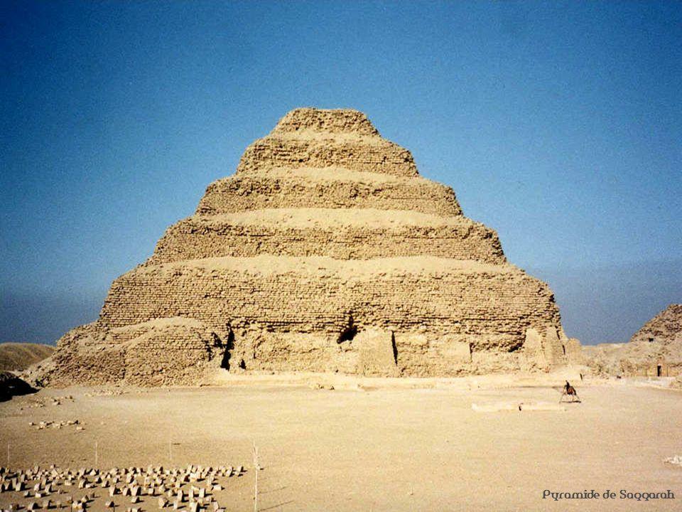 Venu des hautes montagnes enneigées dAfrique centrale, le Nil traverse 6 700 km de rochers et de déserts arides jusquà la Méditerranée.