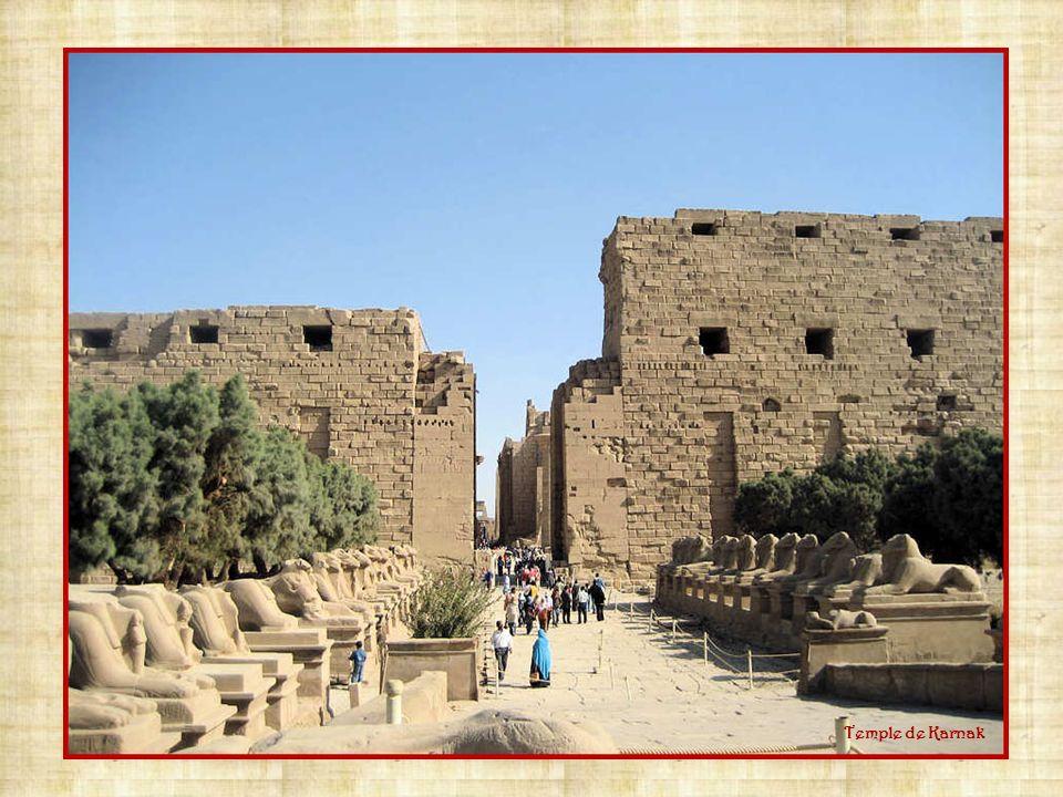 La pierre de Rosette.La pierre de Rosette est un fragment de stèle de lEgypte antique.