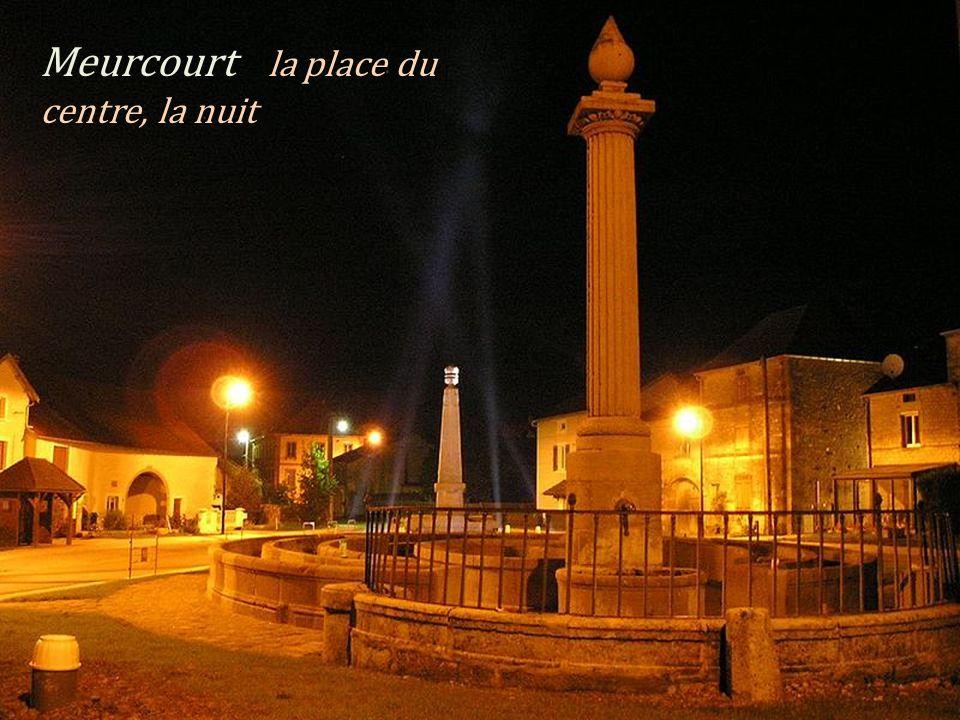 Le clocher de léglise Vy-lès-Rupt Le retable de léglise