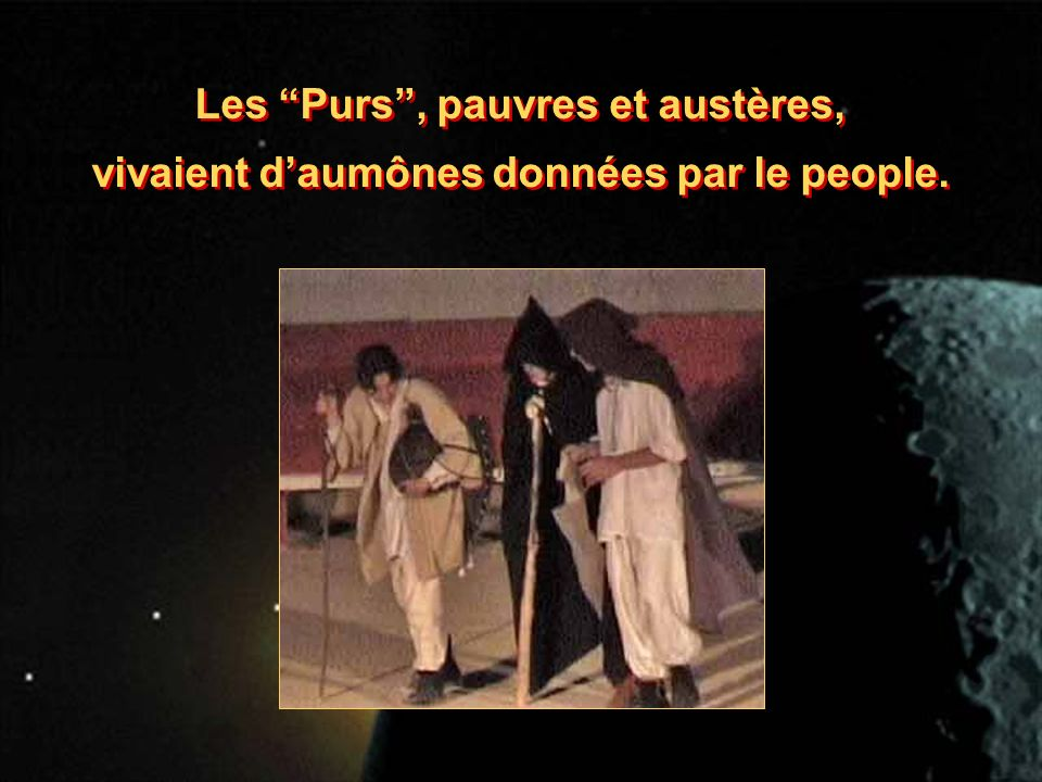 Les Purs, pauvres et austères, vivaient daumônes données par le people.