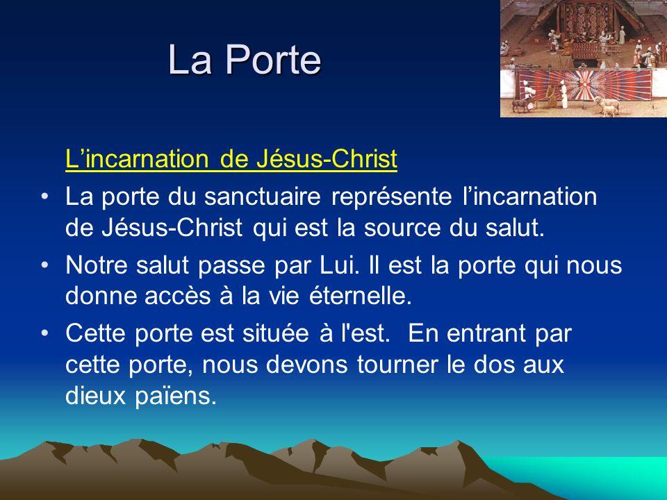 Lincarnation de Jésus-Christ La porte du sanctuaire représente lincarnation de Jésus-Christ qui est la source du salut. Notre salut passe par Lui. Il