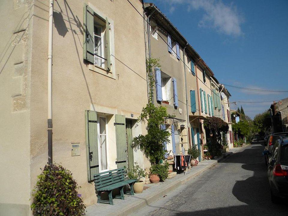 Les rues de Charleval ( très larges )