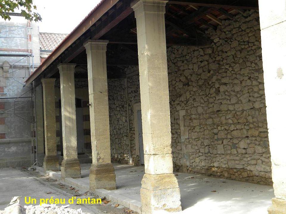 Lécole coté sud ( très ancienne )en pleine restauration