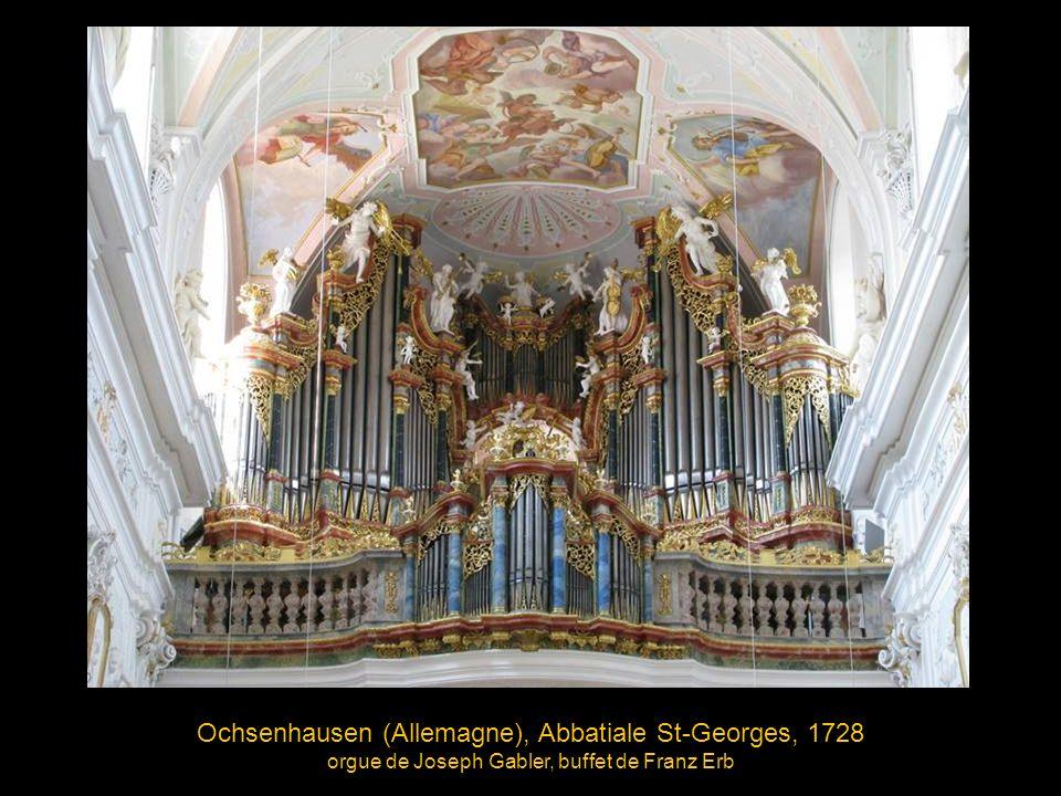 La console commande cinq instruments différents : - Le Grand orgue (126 jeux) dans la nef centrale - Deux orgues (25 jeux chaque) dans les nefs latérales - Un orgue d écho (19 jeux) - Un orgue de choeur (38 jeux) Cette configuration en fait le plus gros orgue d église en Europe avec 233 jeux et 17.774 tuyaux