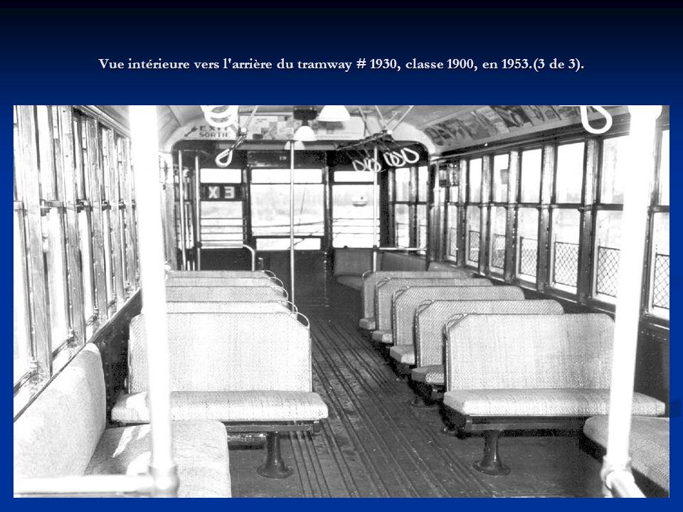 Vue de côté ¾ avant droit du tramway # 1930, classe 1900, en 1953 (2 de 3).