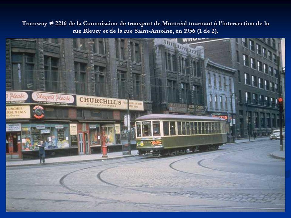 Tramway # 2216 de la Commission de transport de Montréal tournant à l intersection de la rue Bleury et de la rue Saint-Antoine, en 1956 (1 de 2).