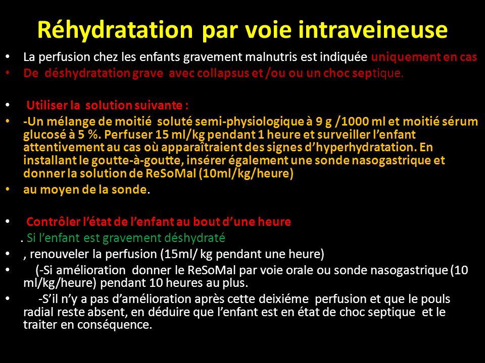 Réhydratation par voie intraveineuse La perfusion chez les enfants gravement malnutris est indiquée uniquement en cas De déshydratation grave avec col