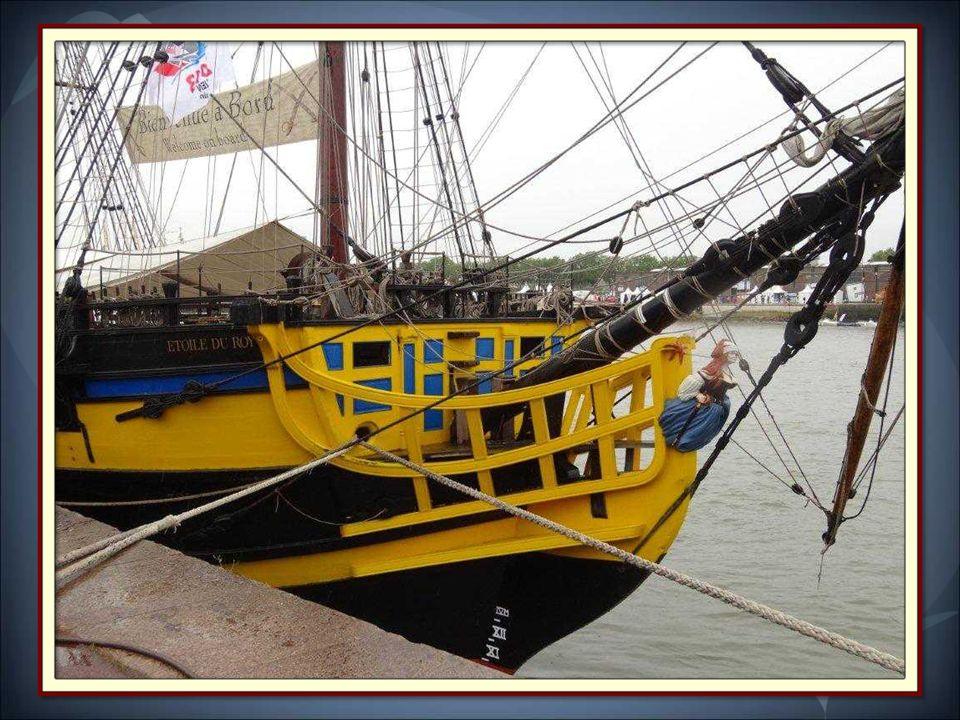 Etoile du Roy est la réplique d'une frégate corsaire malouine de 1745. Il est depuis 2010 le navire amiral de la flotte Etoile Marine Croisières.