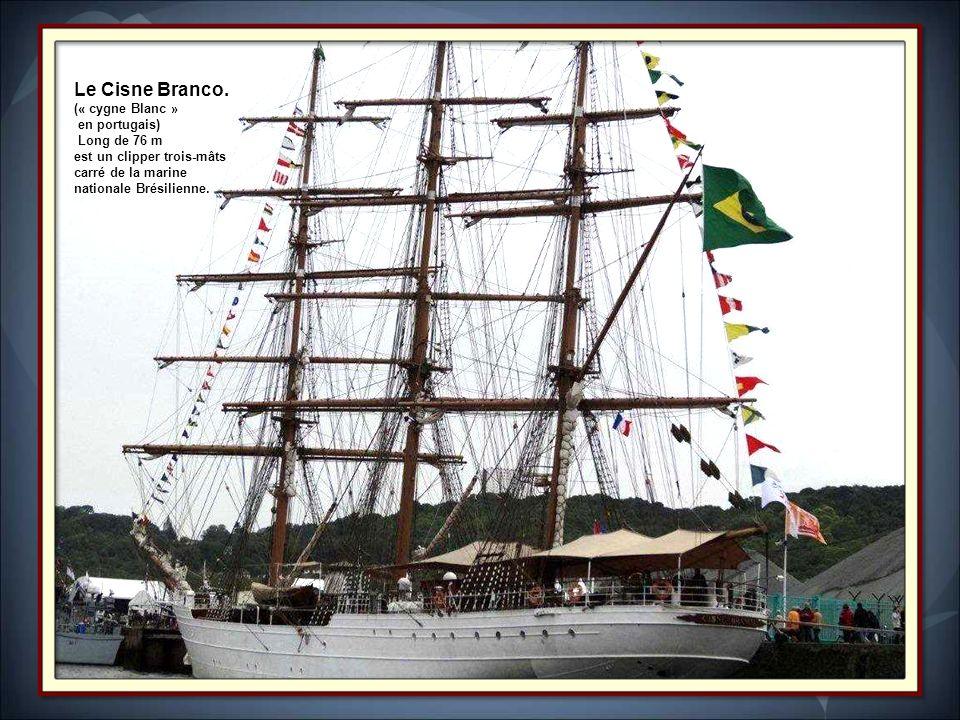 Le Cuauhtémoc Construit à Bilbao en 1982, il est propriété de la Marine Mexicaine qui l'utilise comme navire-école. Il est un symbole au Mexique car i