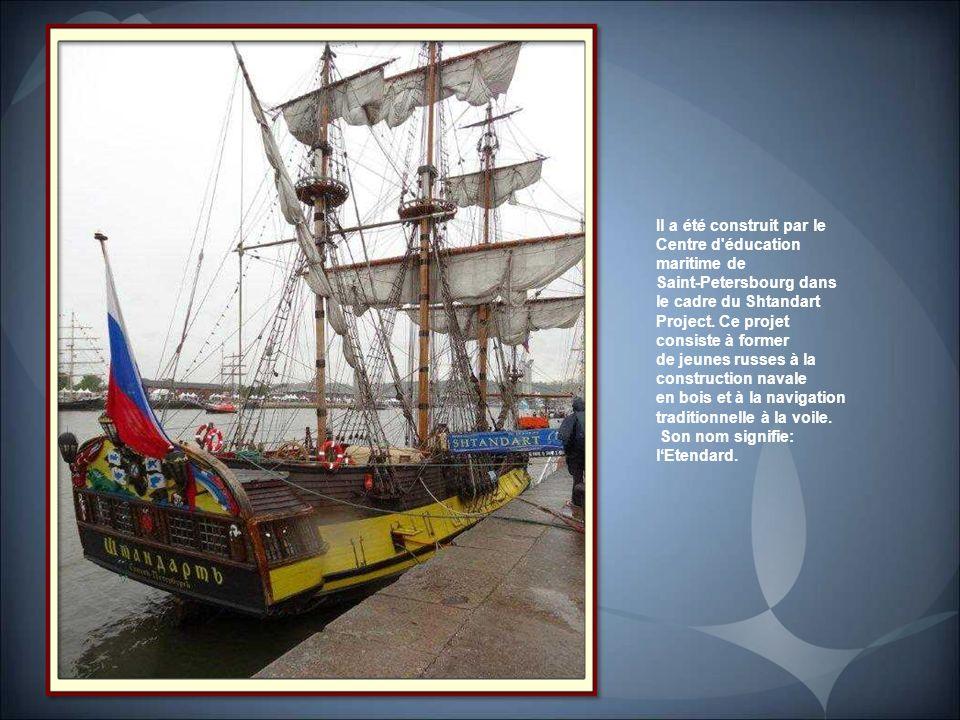 Le Shtandart Construit en 5 ans sur les rives de la Neva, entre 1994 à 1999, le