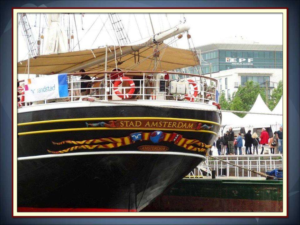 Le Stad Amsterdam: ( La ville Amsterdam) est un clipper trois-mâts, à coque métallique, construit à Amsterdam de 1997 à 2000. Il mesure 76 m de long.