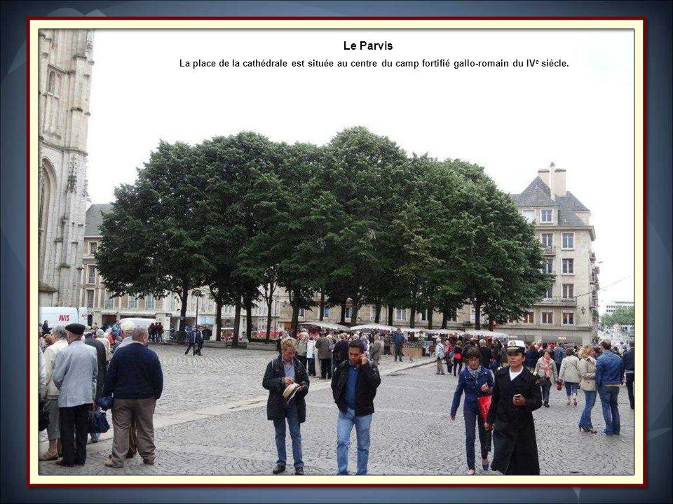 La cathédrale primatiale: Notre-Dame de l'Assomption de Rouen est le monument le plus prestigieux de la ville.