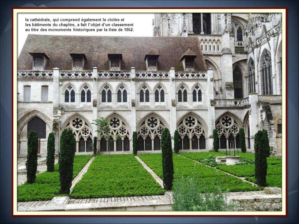 Début de la construction: 1030 (cathédrale Romane), 1145 (cathédrale gothique), fin des travauux: 1506