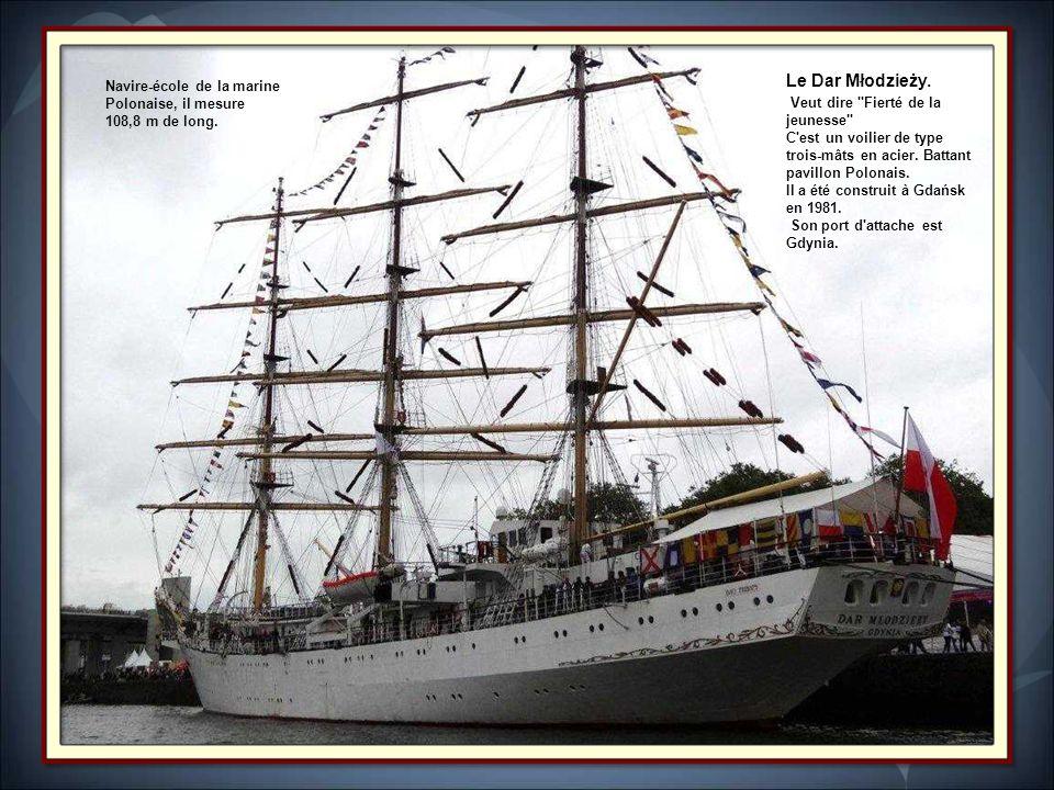 Longueur :50m.Construit en 1980, ce voilier est au départ un chalutier.