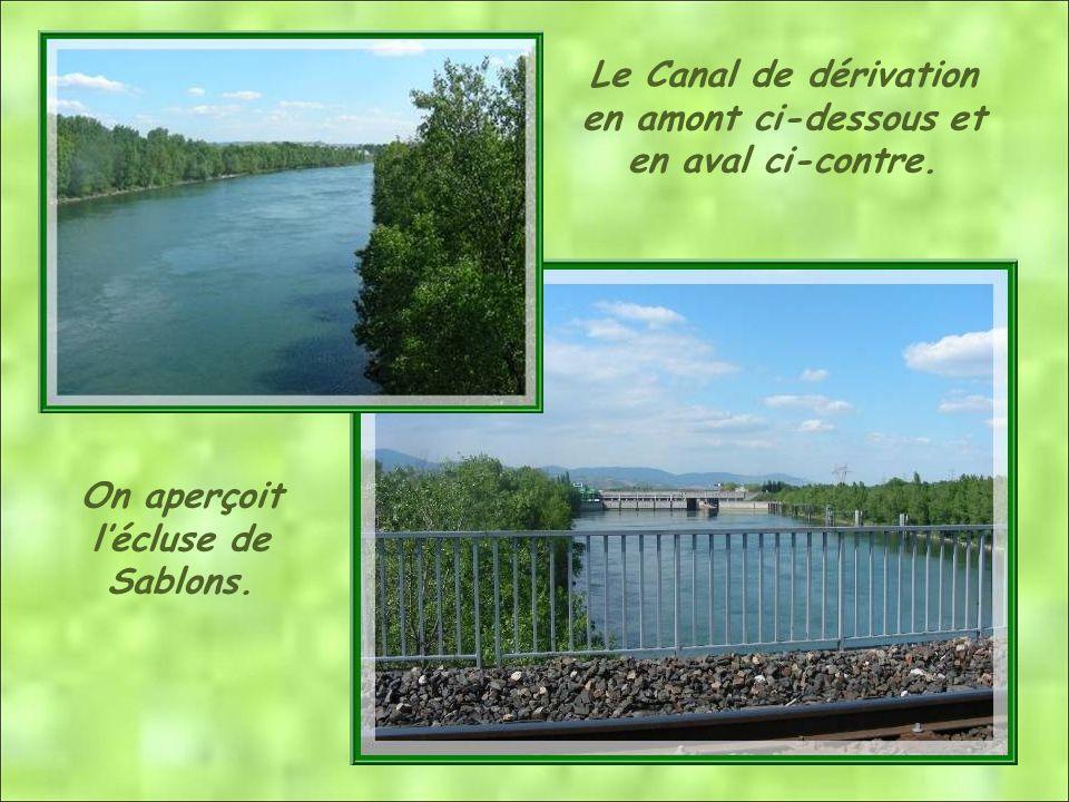 Le Canal de dérivation en amont ci-dessous et en aval ci-contre. On aperçoit lécluse de Sablons.