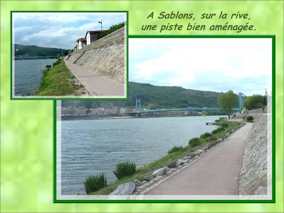 A Sablons, sur la rive, une piste bien aménagée.