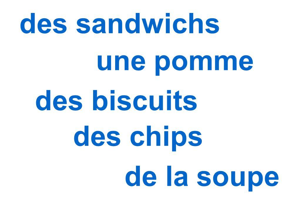 des sandwichs une pomme des biscuits des chips de la soupe
