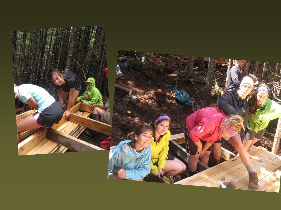Les filles aussi peuvent travailler le bois