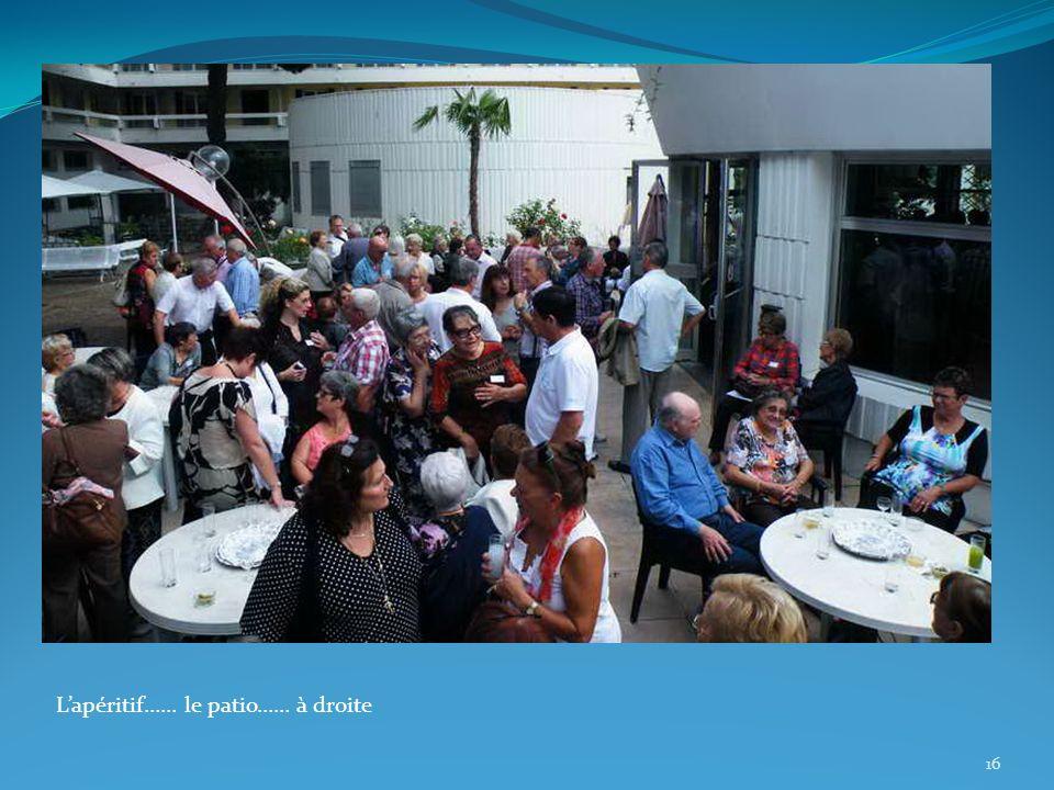 16 Lapéritif…… le patio…… à droite