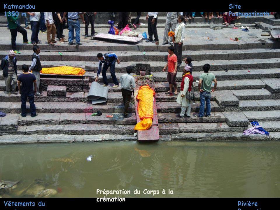 Katmandou 1350 m Site Pashupatinath Temple pashupatinah Lieu de Préparation du Corps à la crémation Rivière Bagmati