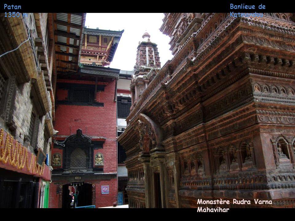 Temple Mahabuddha (aux 1000 Bouddhas) Patan 1350 m Banlieue de Katmandou