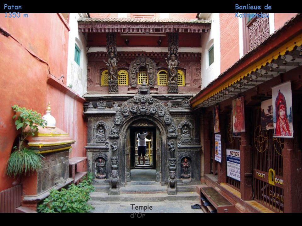 Patan 1350 m Temple d'Or Banlieue de Katmandou