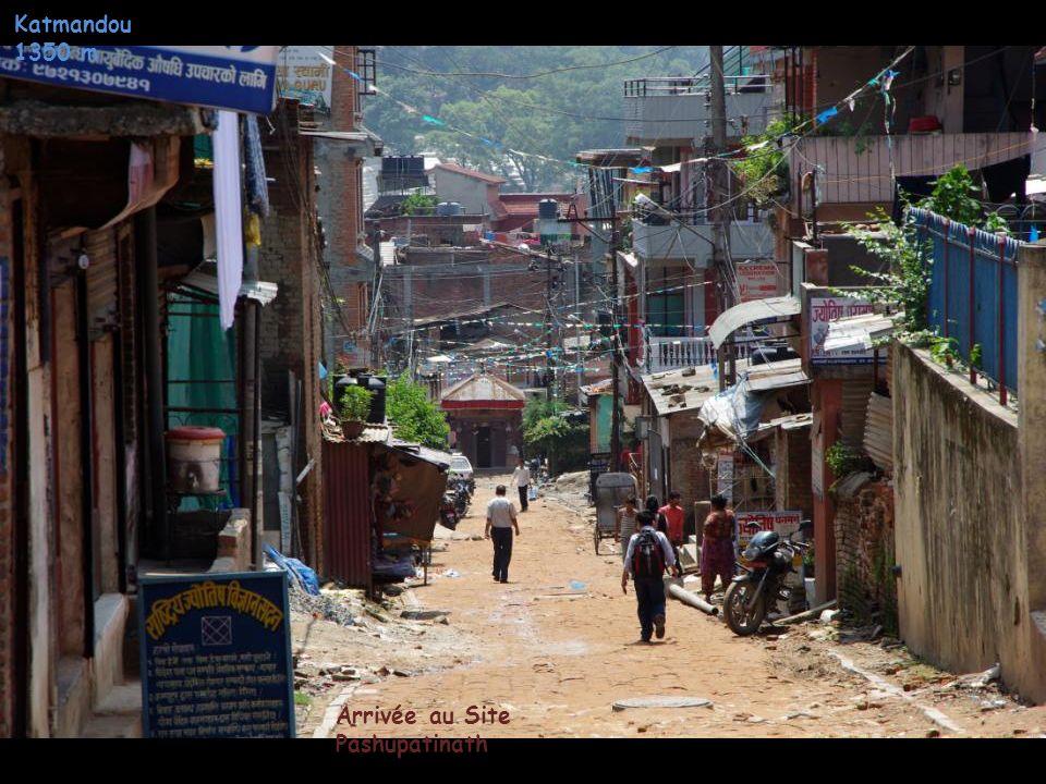 Katmandou 1350 m Point deau communautaire