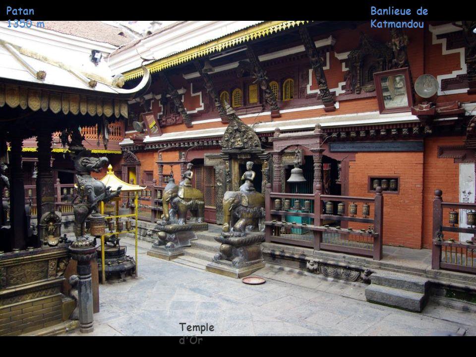 Banlieue de Katmandou Patan 1350 m Temple d'Or