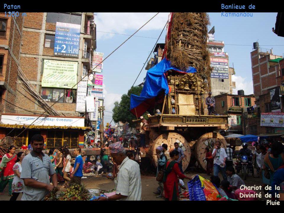 Banlieue de Katmandou Patan 1350 m Chariots de la Divinité de la Pluie