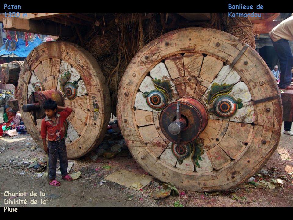 Banlieue de Katmandou Patan 1350 m Chariot de la Divinité de la Pluie