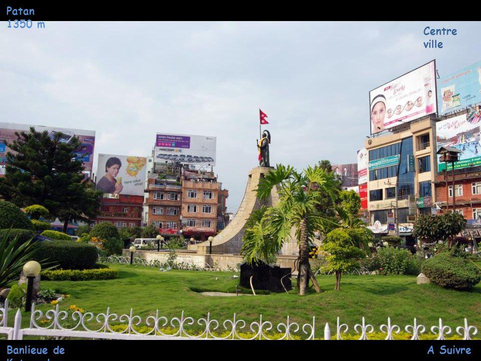 Préparation des offrandes Patan 1350 m Chariots de la Divinité de la Pluie