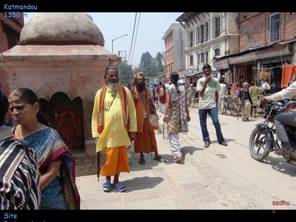 Katmandou 1350 m Arrivée au Site Pashupatinath