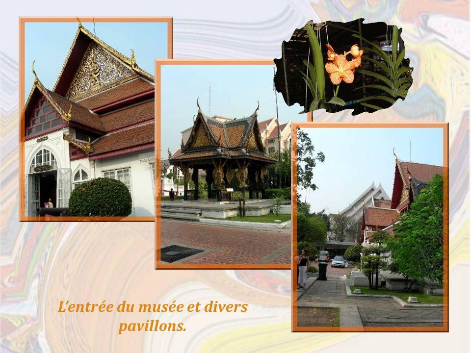 Lentrée du musée et divers pavillons.