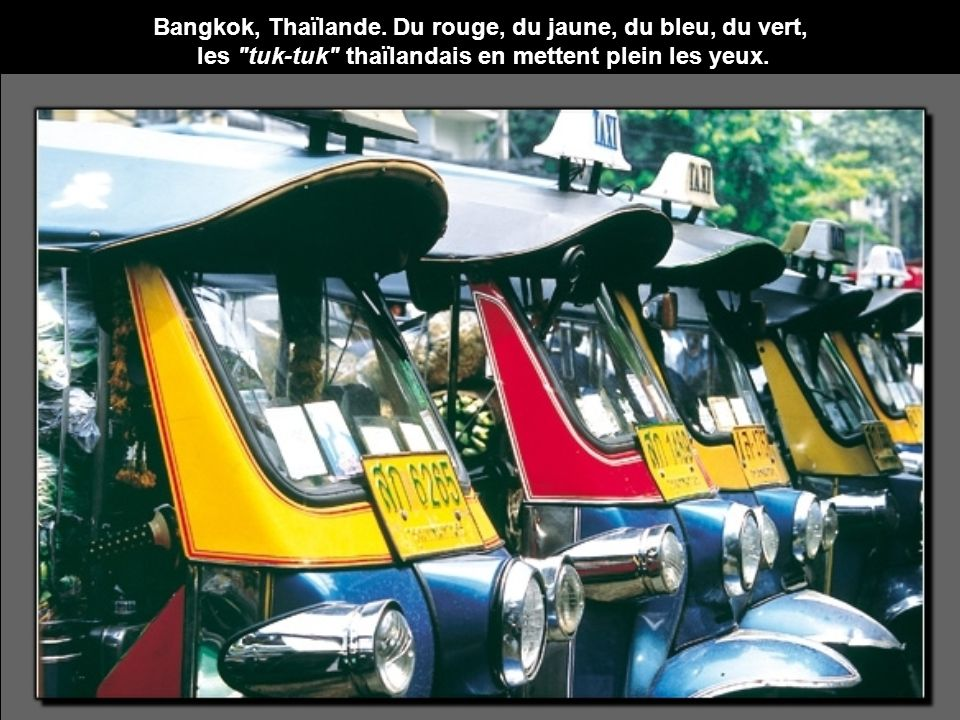 Bangkok, Thaïlande. Du rouge, du jaune, du bleu, du vert, les