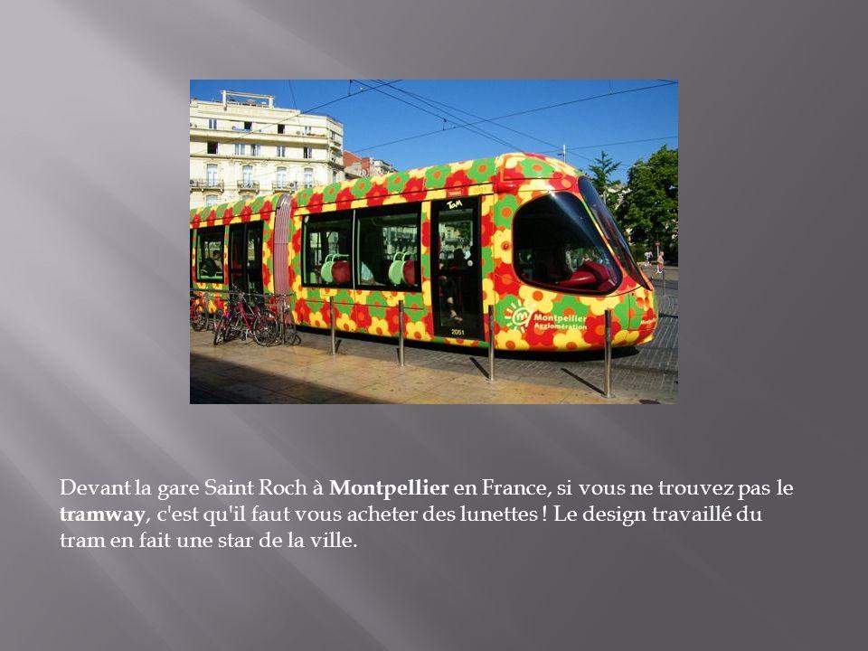 Le fameux tramway de Lisbonne, de couleur jaune pour le service public et rouge pour le service touristique, est particulièrement adapté aux collines
