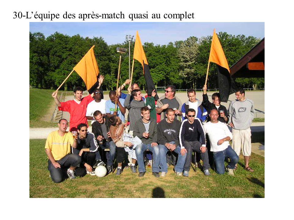 30-Léquipe des après-match quasi au complet