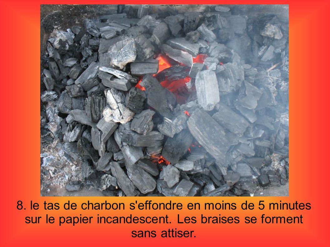 8. le tas de charbon s'effondre en moins de 5 minutes sur le papier incandescent. Les braises se forment sans attiser.