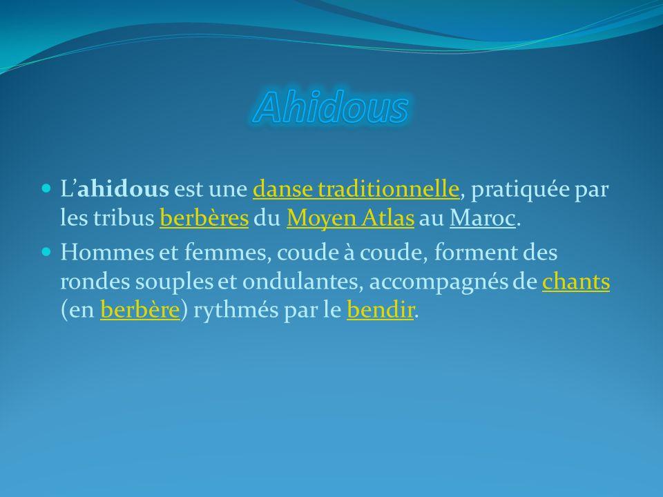 Lahidous est une danse traditionnelle, pratiquée par les tribus berbères du Moyen Atlas au Maroc.danse traditionnelleberbèresMoyen Atlas Hommes et fem