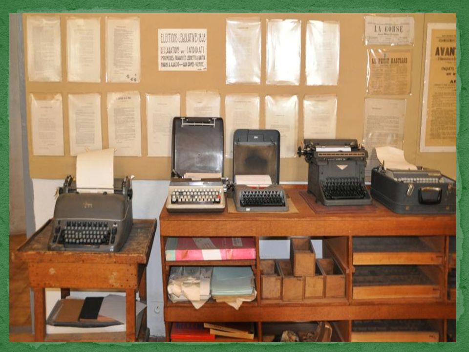 Limprimerie proprement dite rassemble quelques machines à écrire.