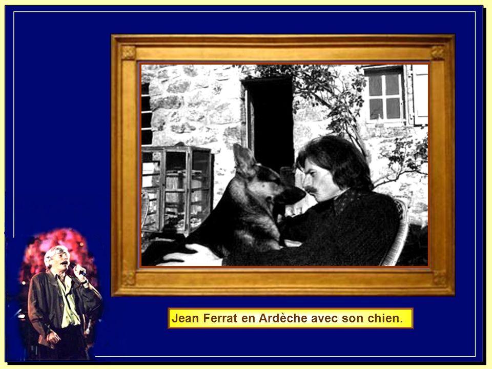 Jean Ferrat en Ardèche avec son chien.