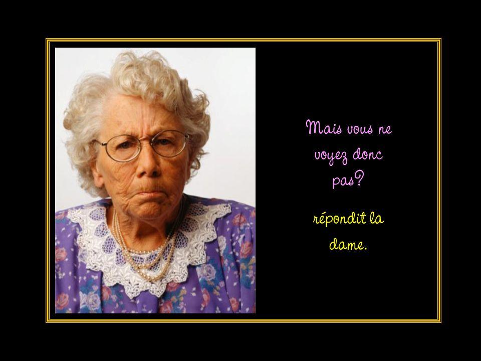 Quel est votre problème madame, demanda l hôtesse .