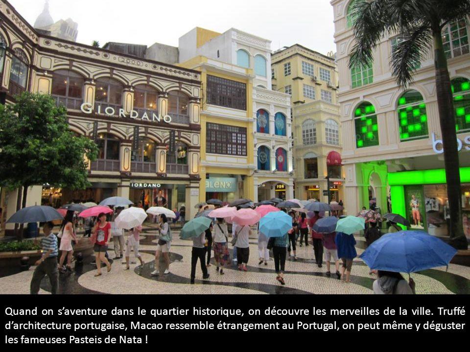 Quand on saventure dans le quartier historique, on découvre les merveilles de la ville. Truffé darchitecture portugaise, Macao ressemble étrangement a