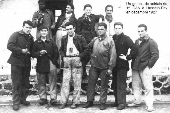 Un groupe de soldats du 1 er GAA à Hussein-Dey en décembre 1927